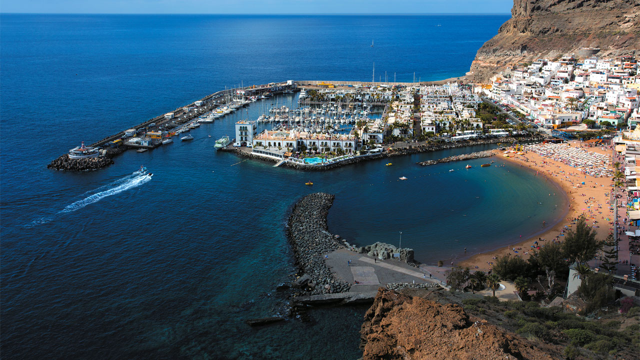 holidays in canary islands in december