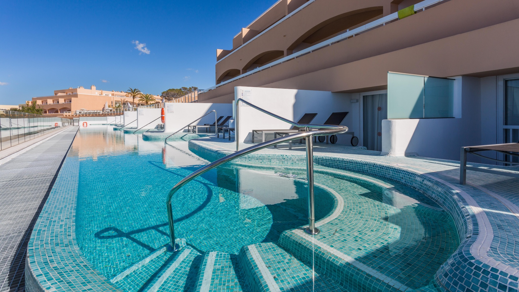 Hotels With Swim Up Rooms