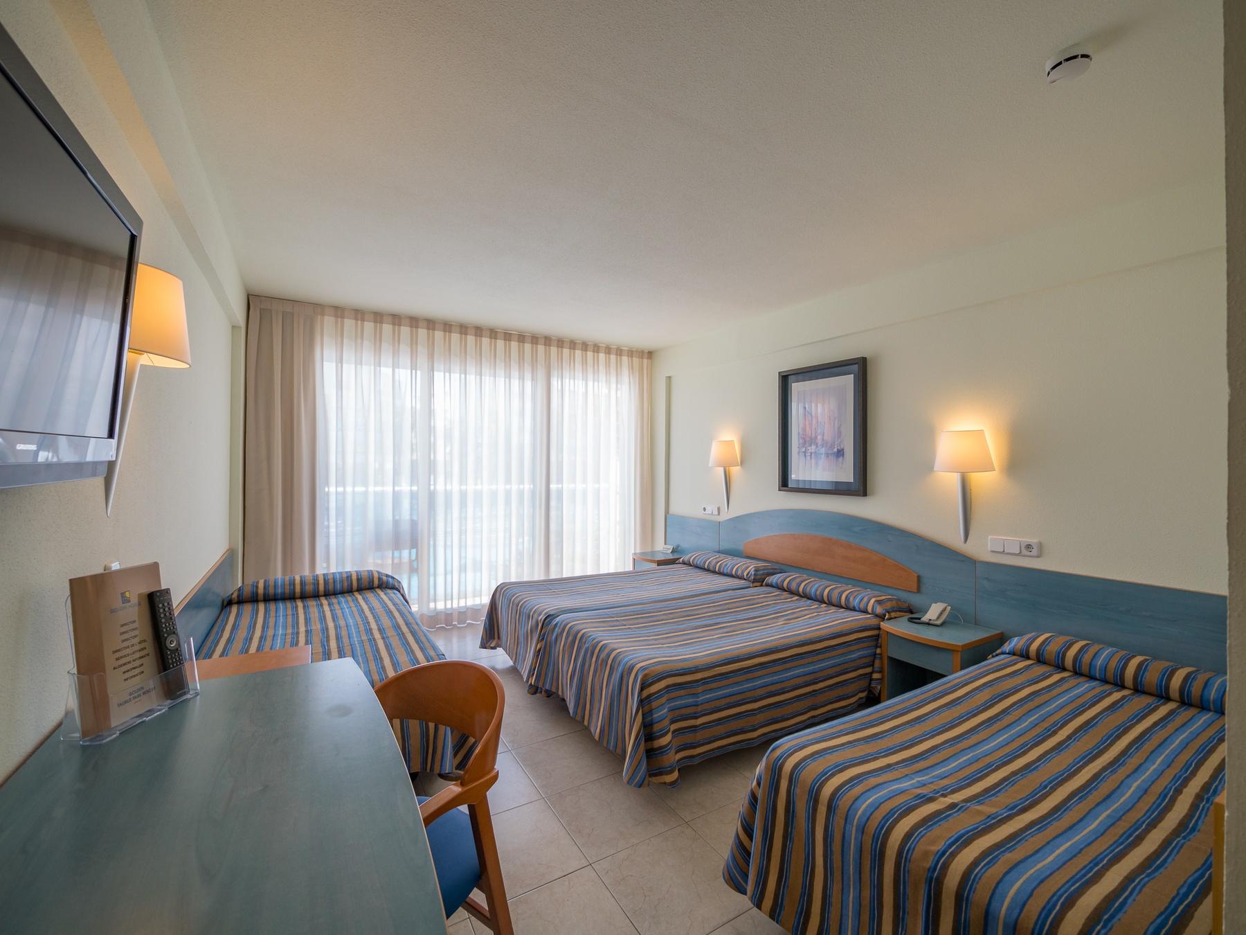 Hotel de playa con habitaciones familiares en la costa de for Habitacion familiar en zaragoza