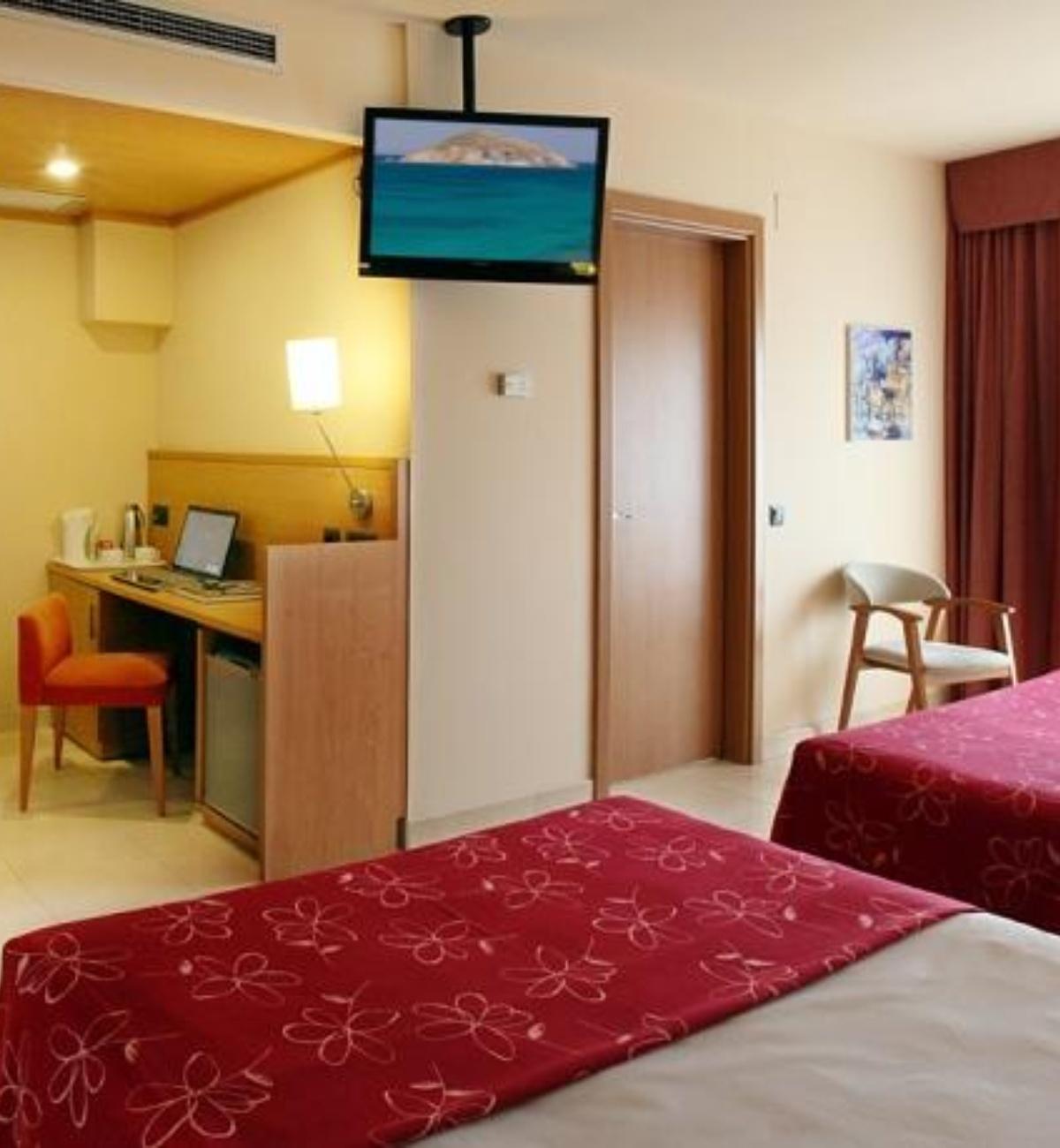 Habitaciones hotel golden bahia de tossa spa costa brava for Habitacion hotel familiar palermo