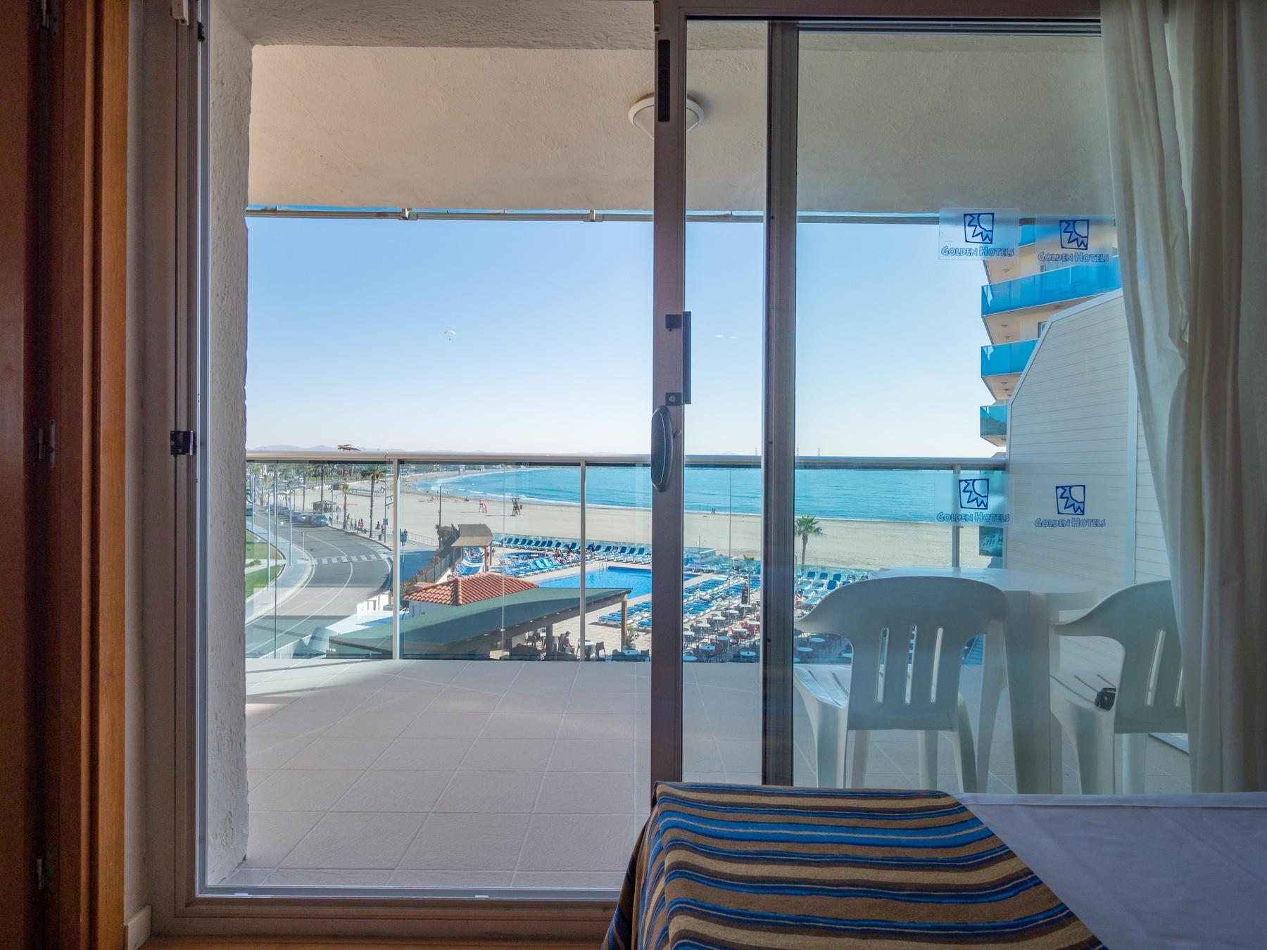 Hotel con habitaciones familiares en la playa de salou for Alquiler de habitacion en hotel familiar