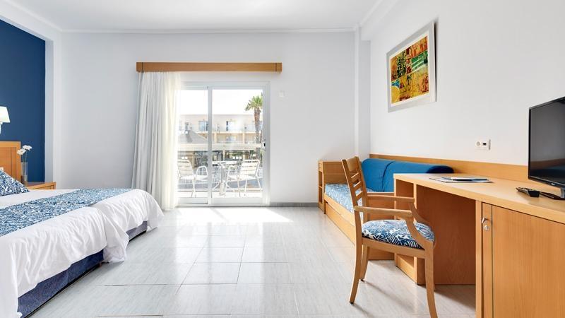 Habitaci n familiar vista mar cabogata garden hotel spa for Hotel habitacion familiar ibiza