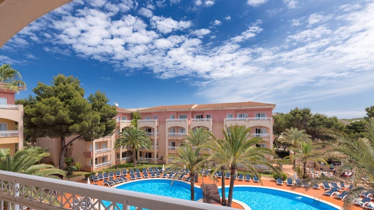 Green garden aparthotel web oficial hotel cala ratjada - Green garden piscina ...