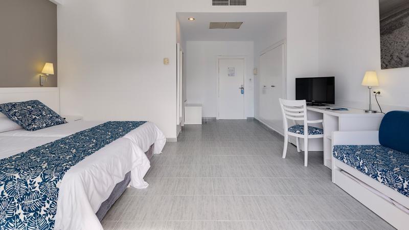 Habitaci n familiar cabogata garden hotel spa for Hotel spa familiar