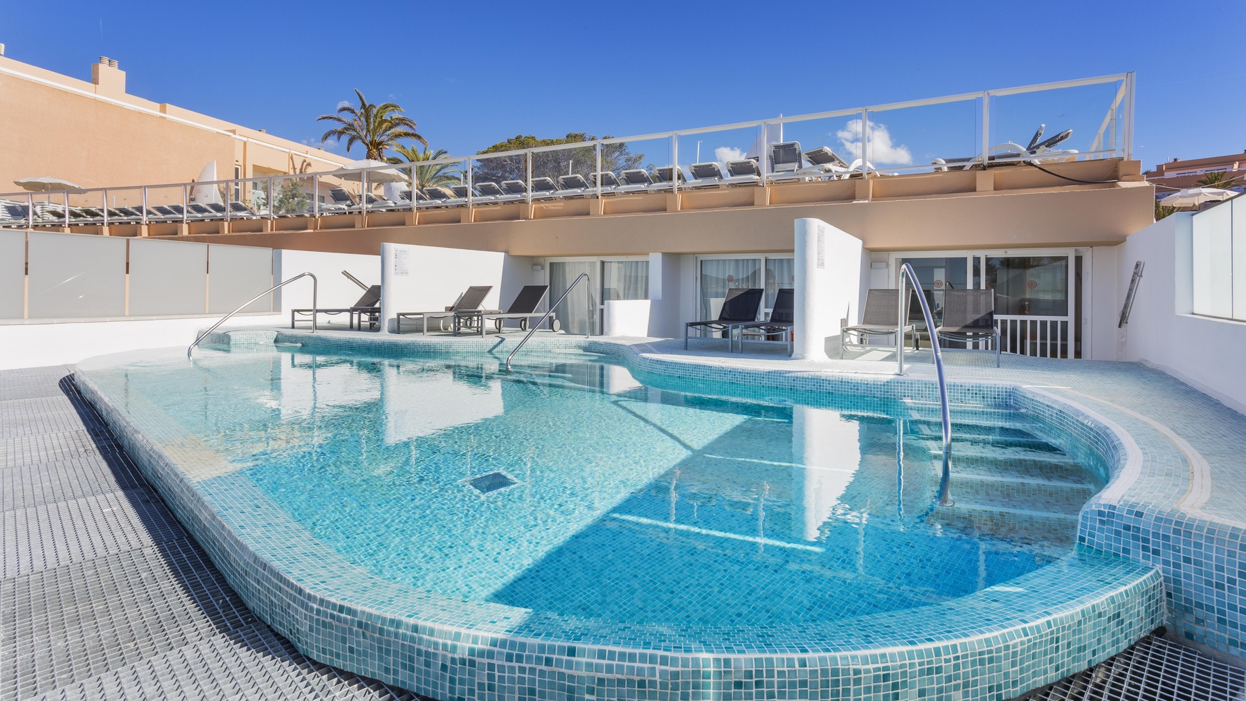Holiday Hotels With Swim Up Rooms
