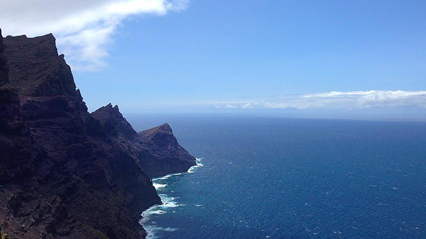 Drive around the island of Gran Canaria