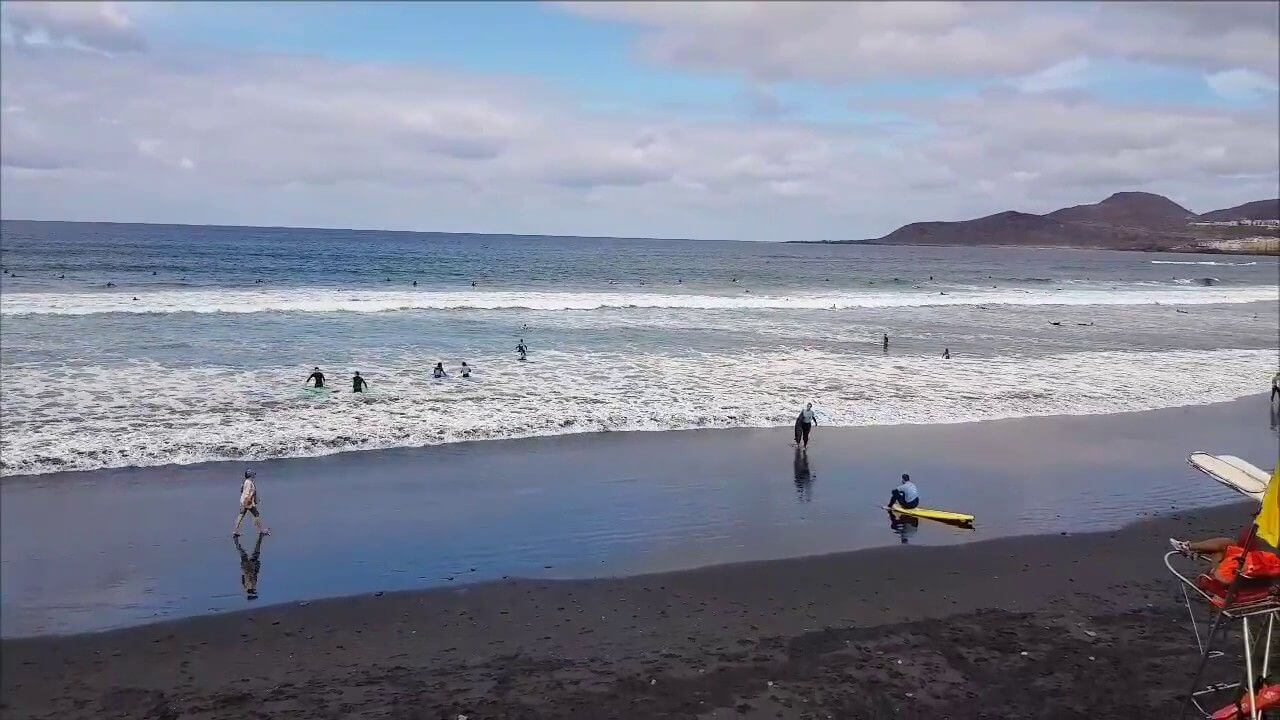 surfing in gran canaria