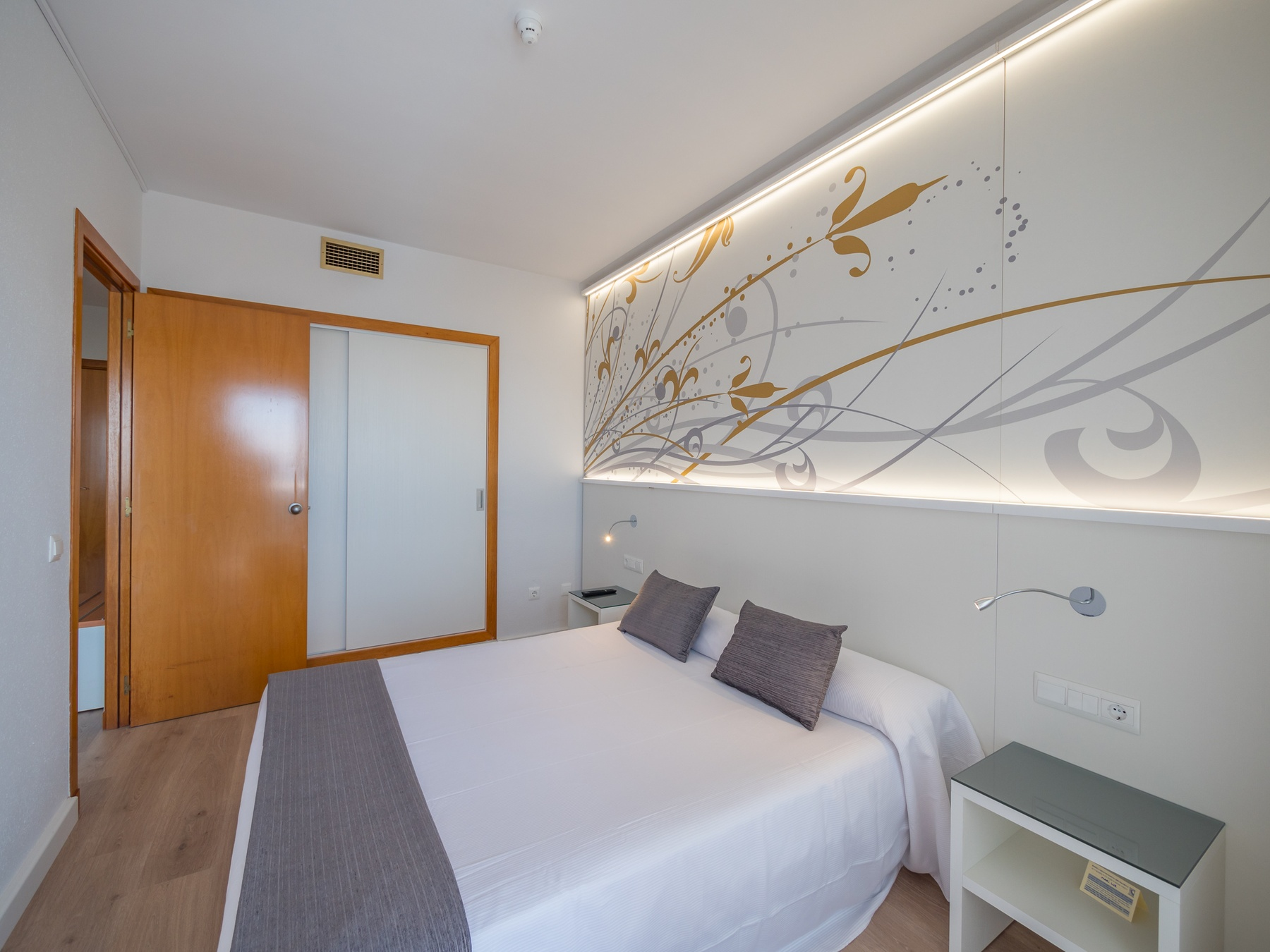 hotels beach family rooms Costa Barcelona swimming pool