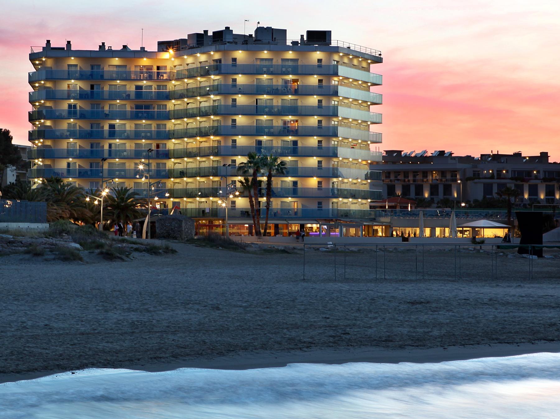 beach front hotel Costa Dorada