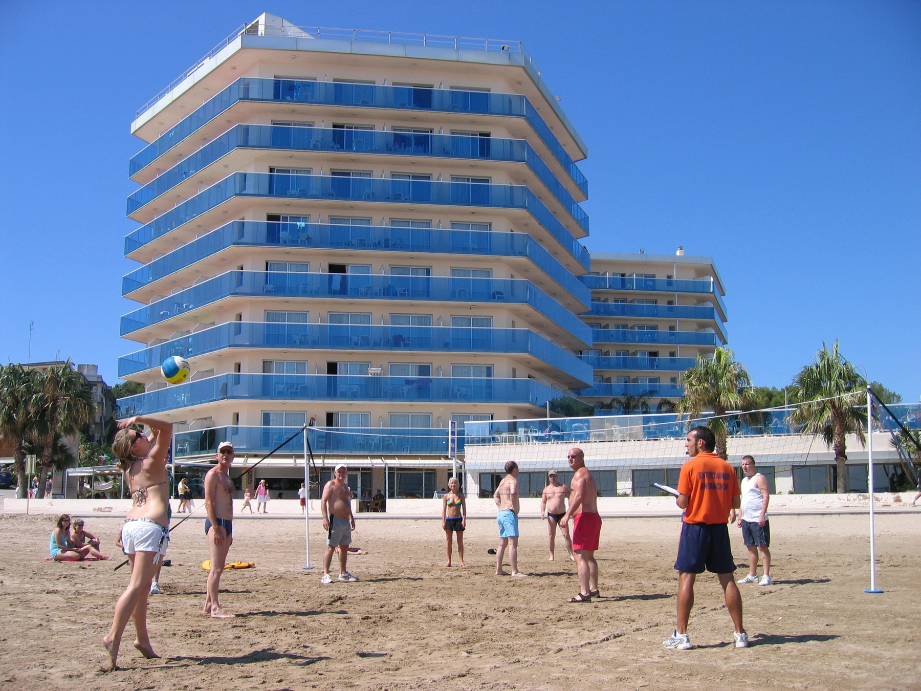 hotel playa actividades juegos Costa Dorada piscina