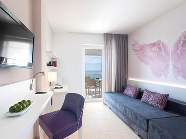 Front Sea View Suite | Tropic Garden Hotel Apartments