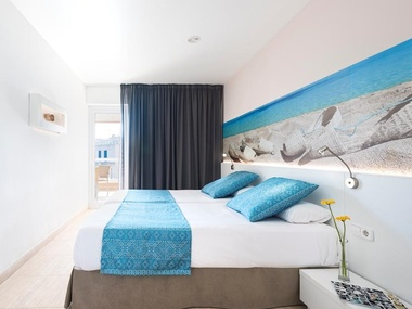 Pool View Superior Room | Tropic Garden Hotel Apartments