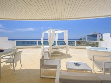 Habitación Privilege Vista Mar Frontal | Tropic Garden Hotel Apartments